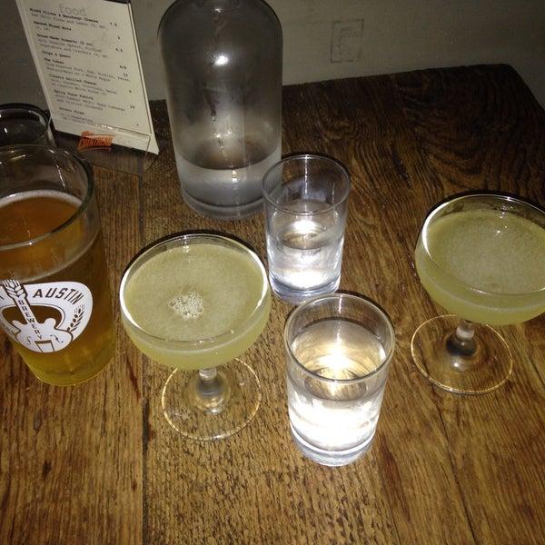Das Foto wurde bei Dive Bar & Lounge von Erica C. am 6/17/2016 aufgenommen