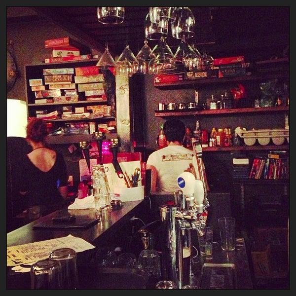 12/29/2012 tarihinde Taka T.ziyaretçi tarafından Storm Crow Tavern'de çekilen fotoğraf