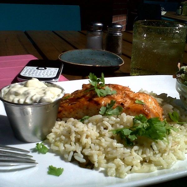 Foto tirada no(a) Spike Africa's Fresh Fish Bar & Grill por Nivia O. em 4/12/2013