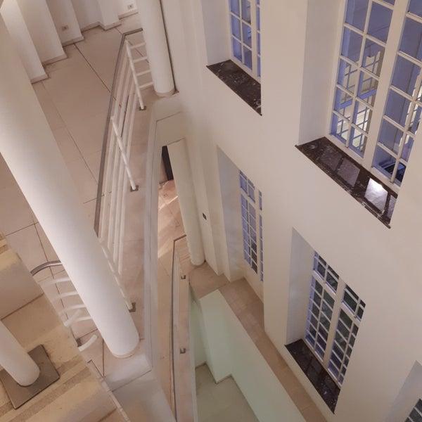 รูปภาพถ่ายที่ Design Museum Gent โดย Dirk B. เมื่อ 11/18/2018