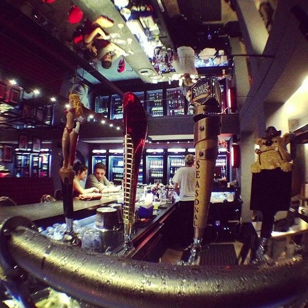 Foto tirada no(a) Velvet36 Rock'n Roll Bar por Pedro H. C. em 6/1/2013