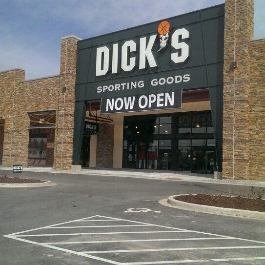 Dick's sporting goods employee quits job after store bans gun sales