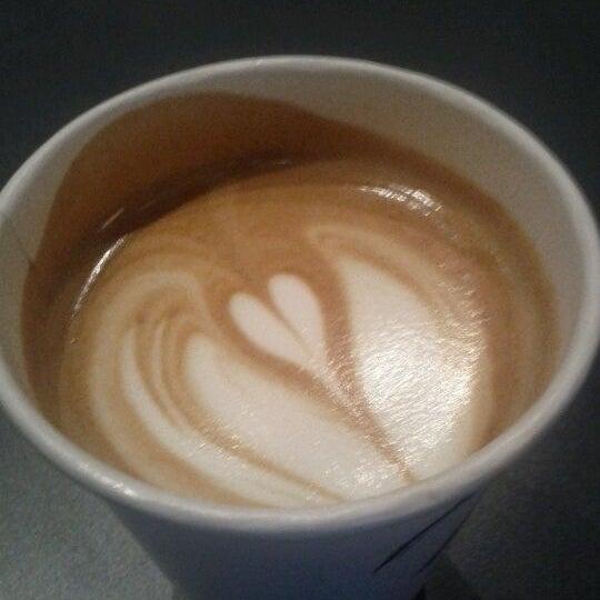 Foto tirada no(a) Ports Coffee & Tea Co. por Ryan P. em 8/14/2011