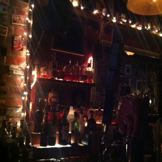 Foto tomada en Fourth Avenue Pub por Kristi E. el 10/16/2012