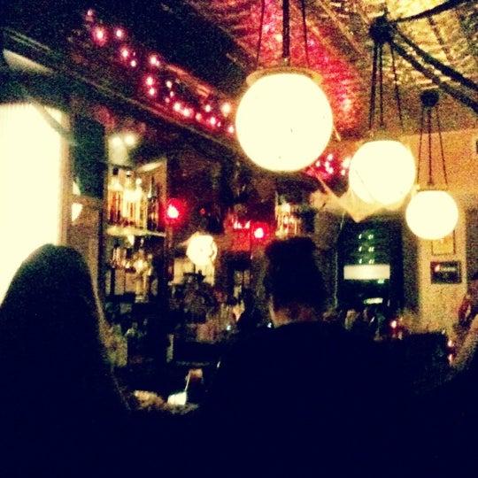 10/27/2012 tarihinde Candy P.ziyaretçi tarafından One Mile House'de çekilen fotoğraf