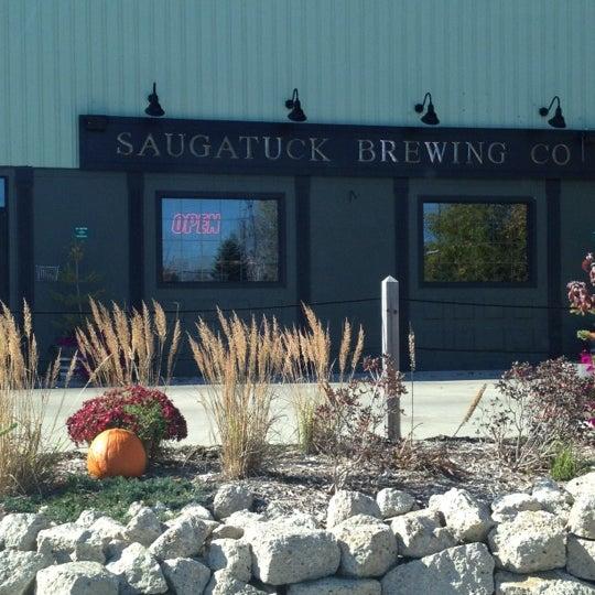 Снимок сделан в Saugatuck Brewing Company пользователем Tony B. 10/21/2012