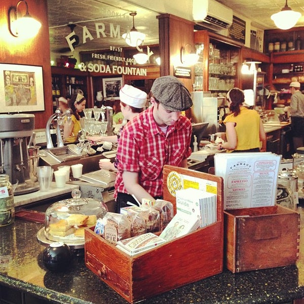 Foto scattata a Brooklyn Farmacy & Soda Fountain da Lara il 4/27/2013