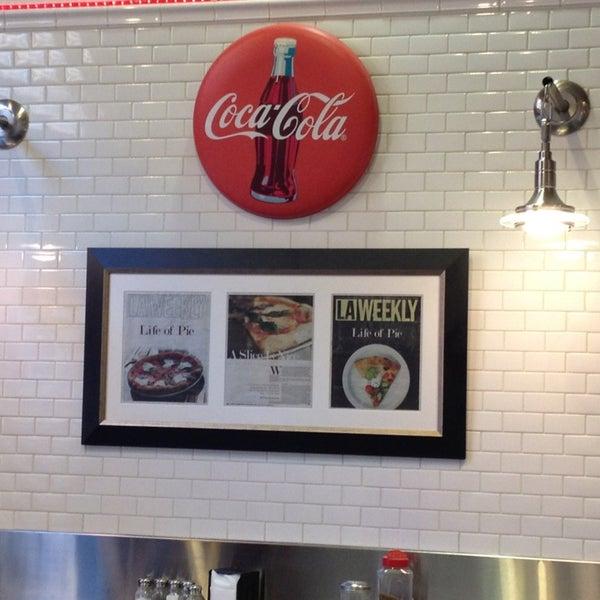 Photo prise au Joe's Pizza par Roger E. le1/1/2013