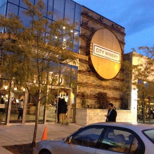 10/9/2012 tarihinde Lisa D.ziyaretçi tarafından City Winery'de çekilen fotoğraf