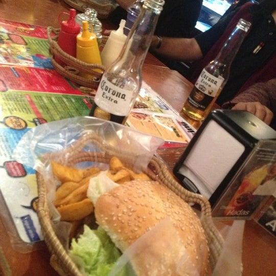 La primera comida desde que llegué en México. Genial. Pidas papas extra con la hamburguesa.
