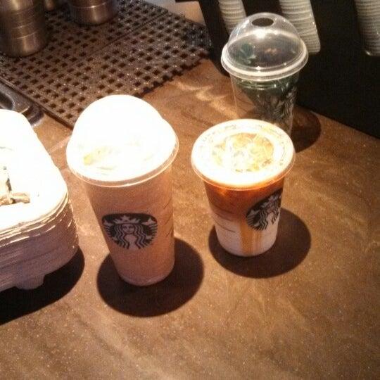 Foto scattata a Starbucks da Robert B. il 4/17/2013