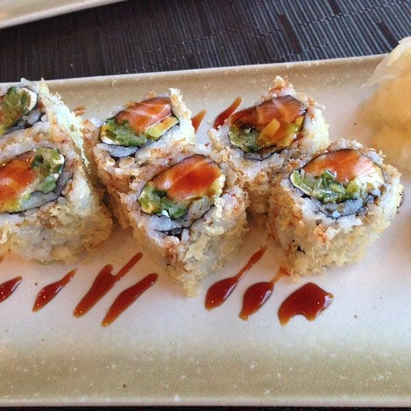รูปภาพถ่ายที่ Yada Sushi โดย E G. เมื่อ 3/2/2014