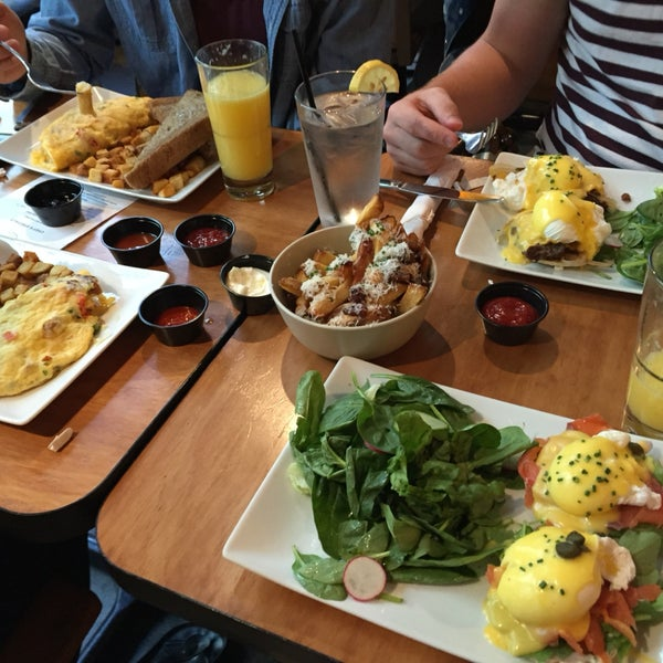 Eggs Benedict and their large quantities of mimosas. And them truffle fries... MMM.