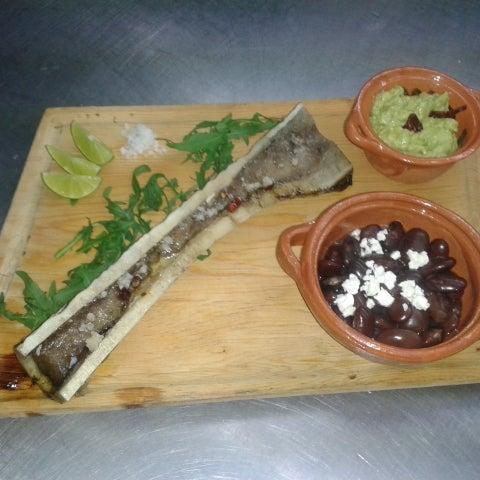 Tuétano pipirs nice: hueso de res a la plancha con chimichurri guapachoso, acompañado de frijolitos Ayocotl (el papá de los frijoles) y su respectivo guacamole. #SoloEnLaGuapa