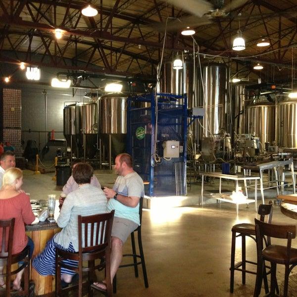 Foto diambil di Good People Brewing Company oleh Dan W. pada 6/15/2013