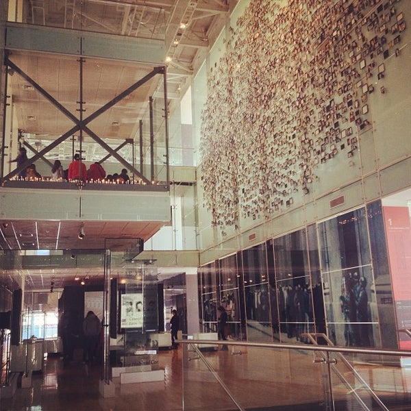 Foto diambil di Museo de la Memoria y los Derechos Humanos oleh Mariangeles D. pada 8/10/2013