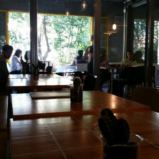 Снимок сделан в Walter's Coffee Roastery пользователем Hasancan ö. 5/18/2015