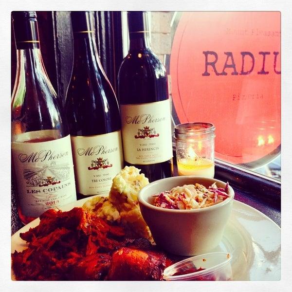 Foto tomada en Radius Pizza por Vino50: Grape American Road Trip el 8/14/2014