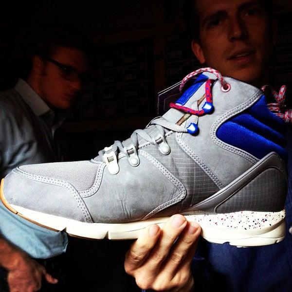 Das Foto wurde bei Sneaker von Will B. am 10/12/2012 aufgenommen
