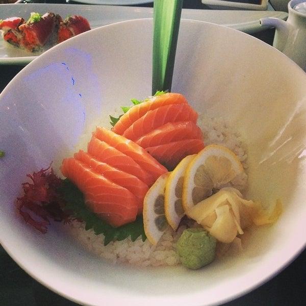 Снимок сделан в Nisen Sushi пользователем Pete M. 8/13/2014