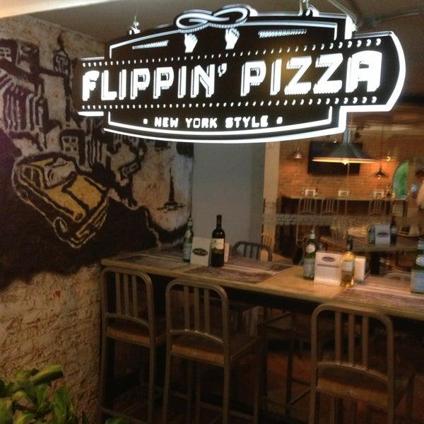 8/31/2013 tarihinde Alonso R.ziyaretçi tarafından Flippin' Pizza'de çekilen fotoğraf