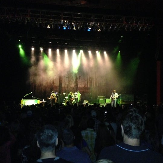 Foto diambil di The Fillmore Miami Beach at The Jackie Gleason Theater oleh Jerrod pada 10/17/2012