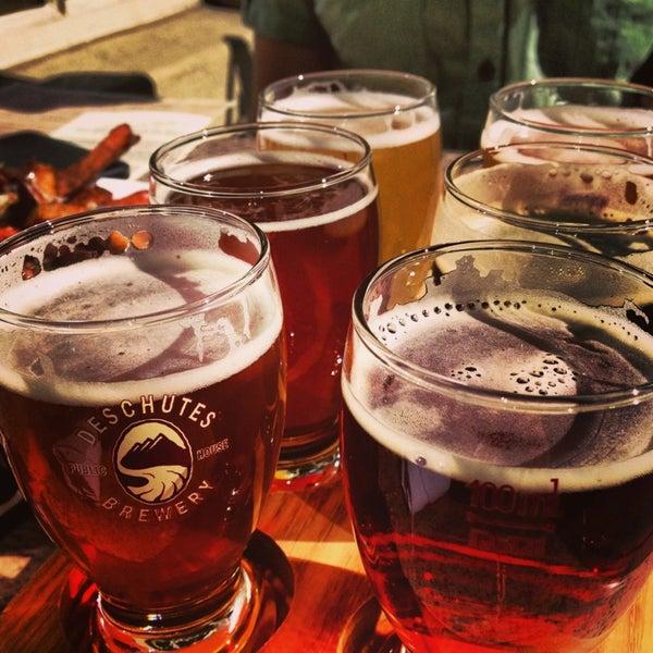 6/14/2013 tarihinde Mari A.ziyaretçi tarafından Deschutes Brewery Portland Public House'de çekilen fotoğraf