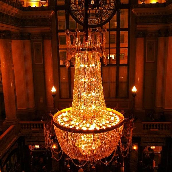 4/21/2013에 Molly Y.님이 The Chicago Theatre에서 찍은 사진