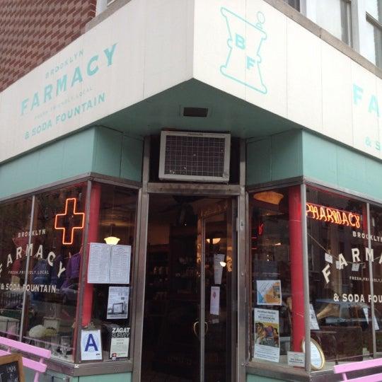 Das Foto wurde bei Brooklyn Farmacy & Soda Fountain von fujimonn am 10/9/2012 aufgenommen