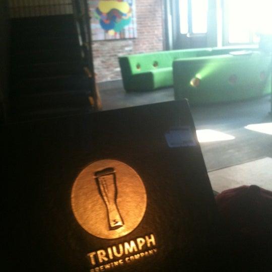10/14/2012 tarihinde Larry P.ziyaretçi tarafından Triumph Brewing Company'de çekilen fotoğraf