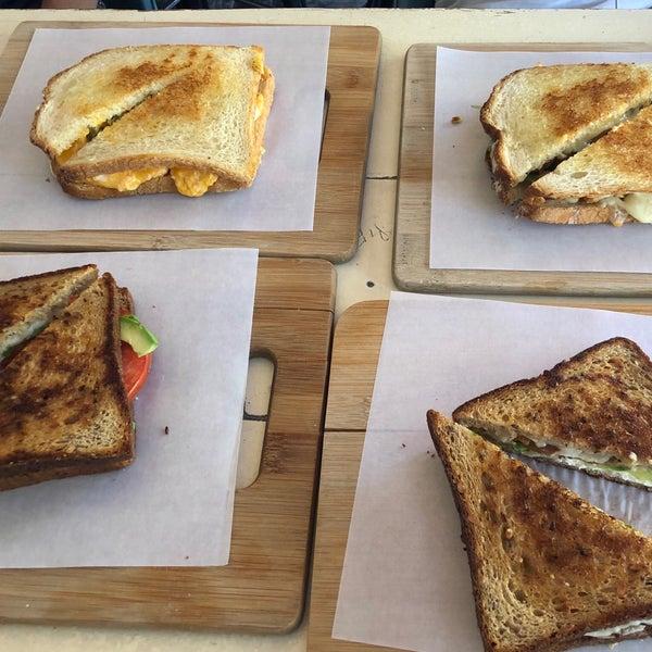 Photo prise au Cheese Grille par Laura O. le9/9/2019