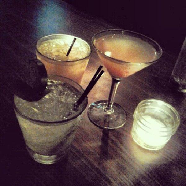 รูปภาพถ่ายที่ The Stand Restaurant & Comedy Club โดย Linnea C. เมื่อ 9/26/2012