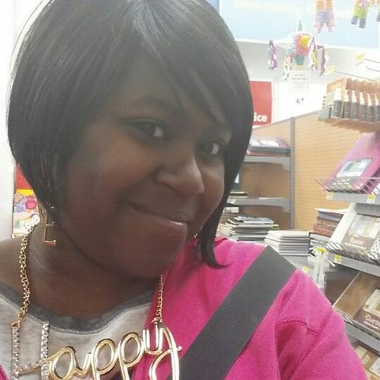 Das Foto wurde bei Walmart von Candise J. am 4/17/2014 aufgenommen