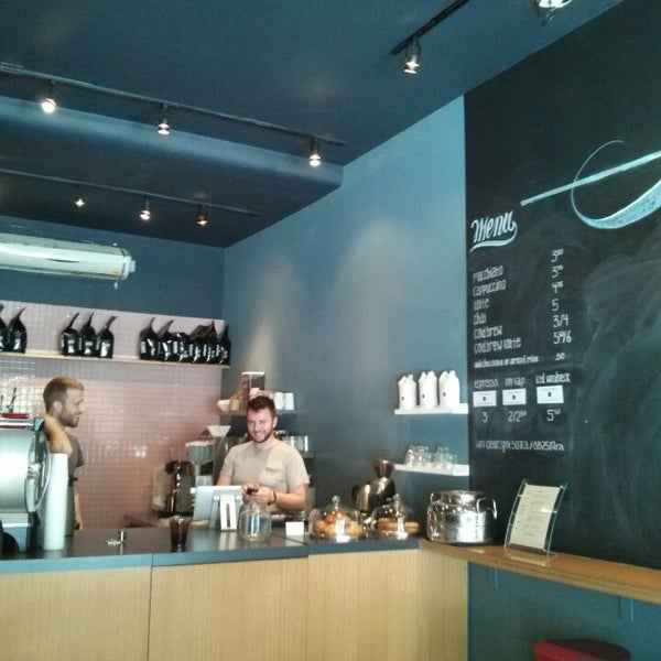 Foto tomada en Ports Coffee & Tea Co. por Joshua B. el 7/8/2013