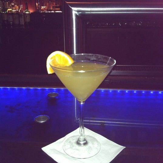 Снимок сделан в Solas Lounge & Rooftop Bar пользователем M D. 10/4/2012