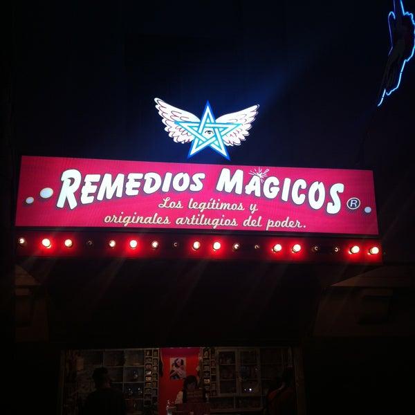 Foto tomada en Remedios Mágicos Botica Condesa por Josu M. el 4/16/2013