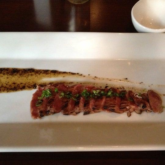 Photo prise au HaChi Restaurant & Lounge par Andrew C. le10/6/2012