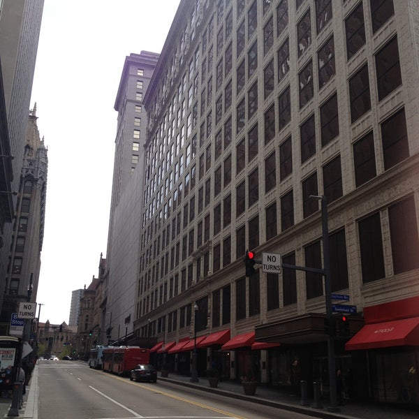 Macys Outlet Chicago: Fifth And Forbes Corridor