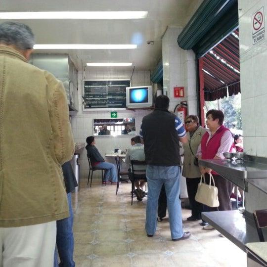 Foto diambil di Taquería El Jarocho oleh Joel L. pada 12/2/2012