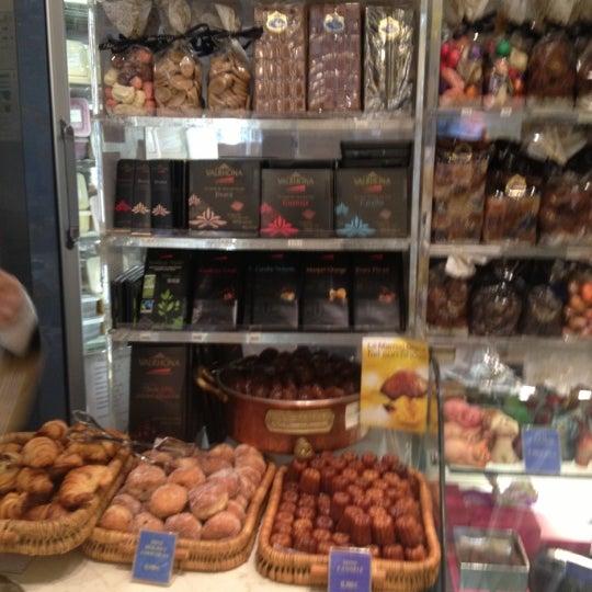 รูปภาพถ่ายที่ Stohrer โดย Amaury d. เมื่อ 11/8/2012