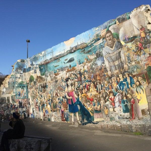 Le Mur Tombé Du Ciel De Royal De Luxe Jardin De Sculptures