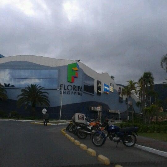 Снимок сделан в Floripa Shopping пользователем Karen N. 10/29/2012