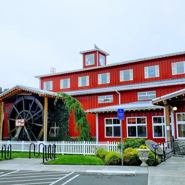 Foto tirada no(a) Bob's Red Mill Whole Grain Store por Mike em 8/23/2019