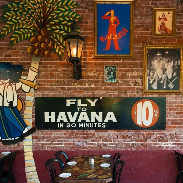 รูปภาพถ่ายที่ El Meson de Pepe Restaurant & Bar โดย El Meson de Pepe Restaurant & Bar เมื่อ 10/25/2016