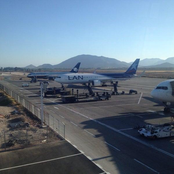 Foto tomada en Aeropuerto Internacional Comodoro Arturo Merino Benítez (SCL) por Eduardo M. M. el 11/4/2013