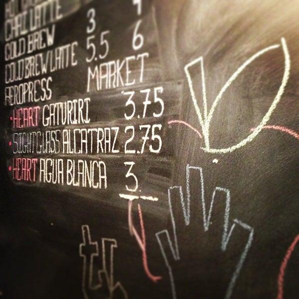Foto tirada no(a) Ports Coffee & Tea Co. por Joshua J. em 1/13/2013