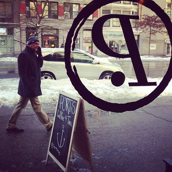 Foto tomada en Ports Coffee & Tea Co. por Joshua J. el 2/9/2013