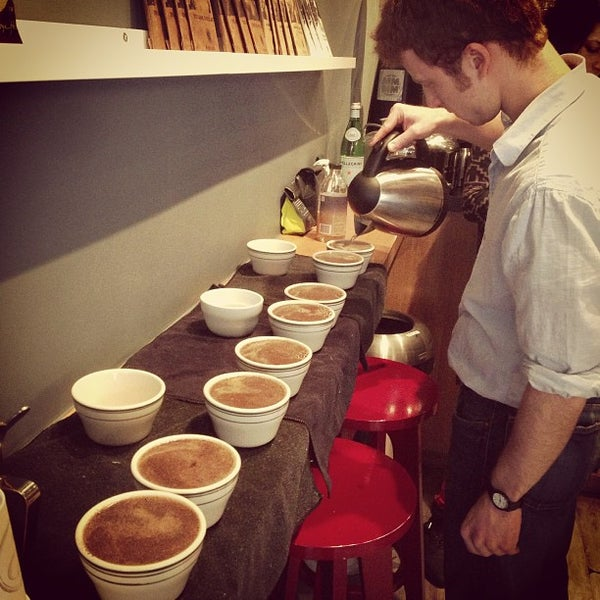 Foto tirada no(a) Ports Coffee & Tea Co. por Joshua J. em 3/13/2013