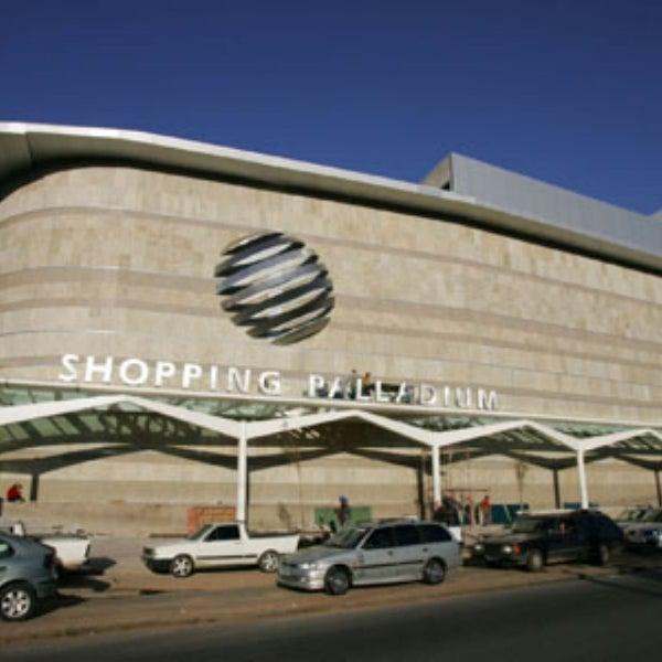 Foto tirada no(a) Shopping Palladium por C.C.R. D. em 2/22/2014