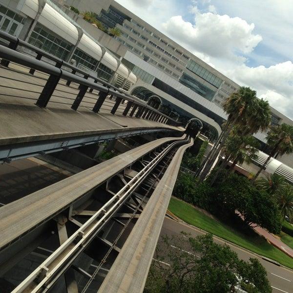Foto tirada no(a) Aeroporto Internacional de Orlando (MCO) por Roy E. em 6/3/2013